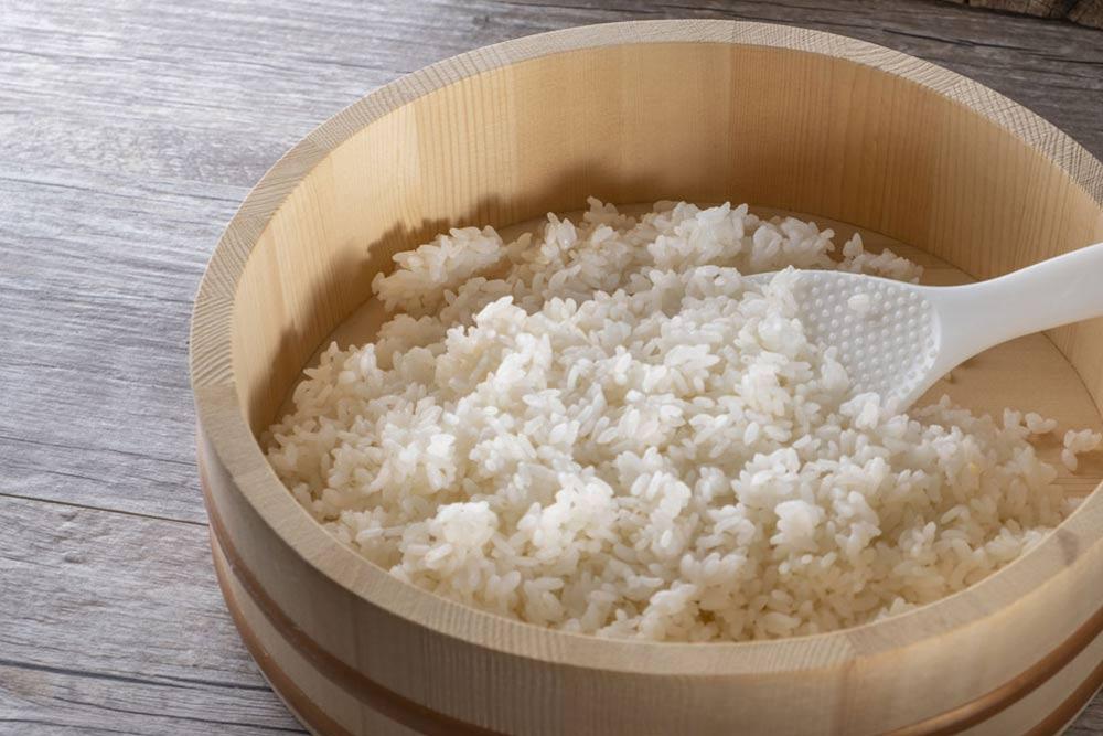 Assaisonnement du riz à sushi